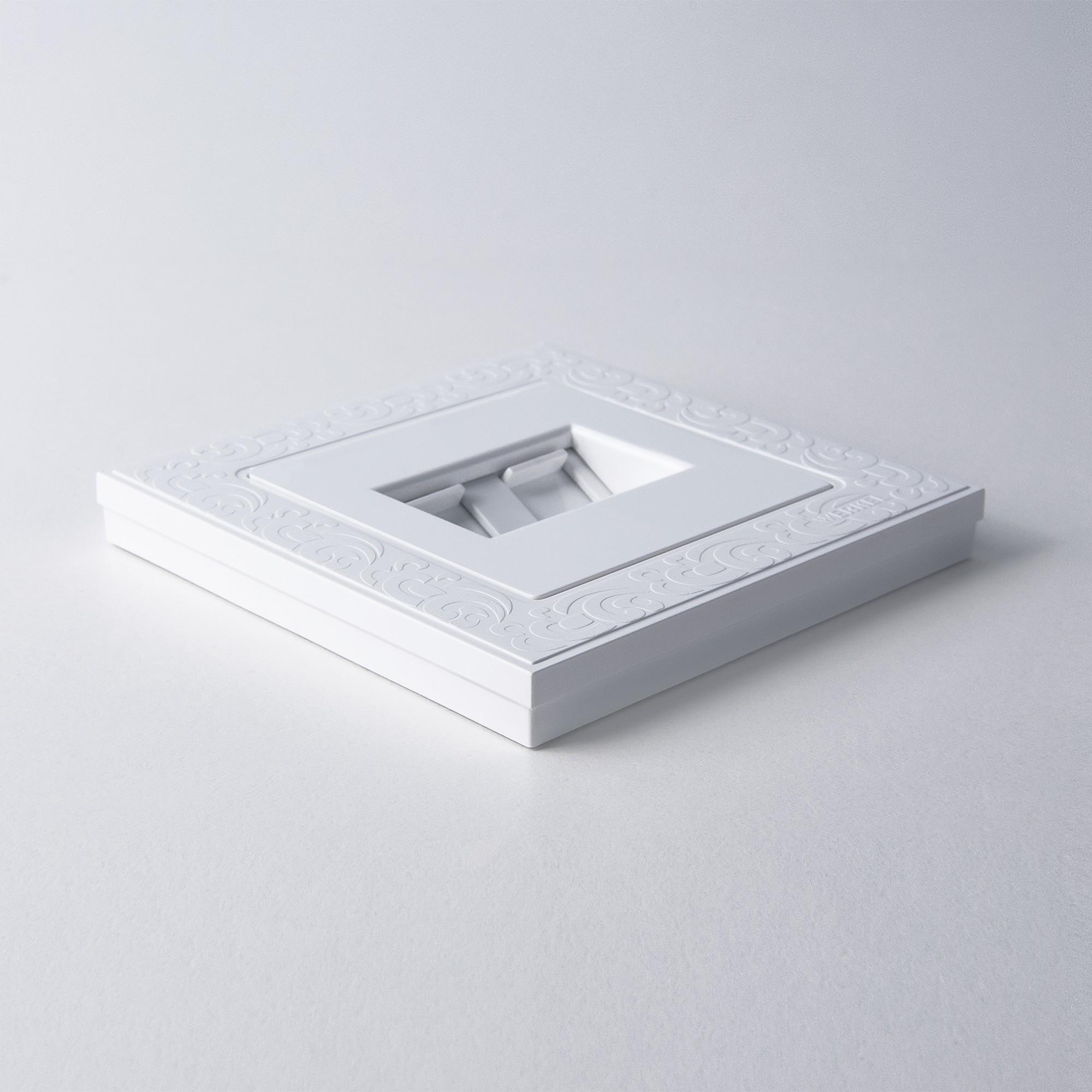 WL05-Frame-01-white / Рамка на 1 пост (белый)