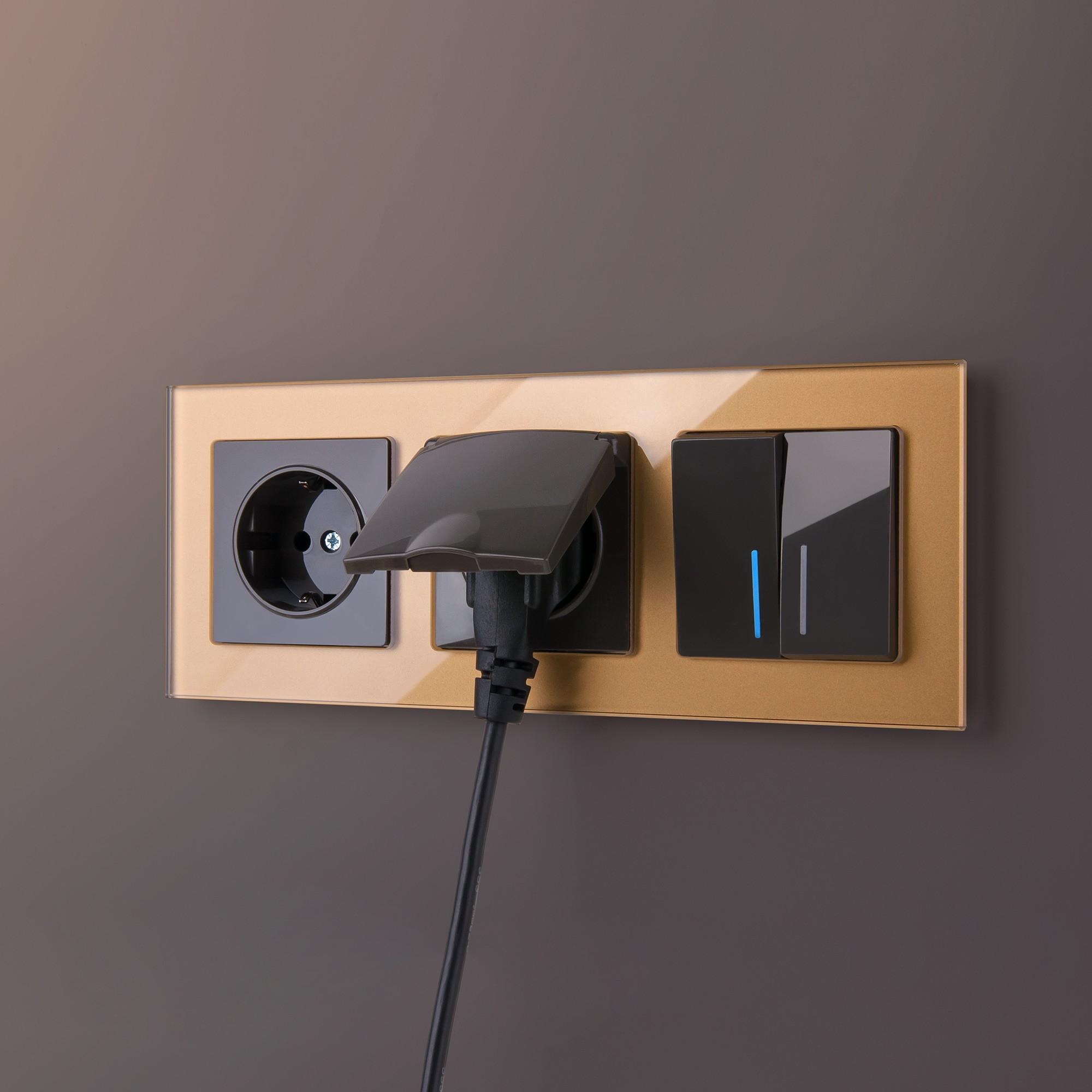 WL01-Frame-03 / Рамка на 3 поста (бронзовый,стекло)