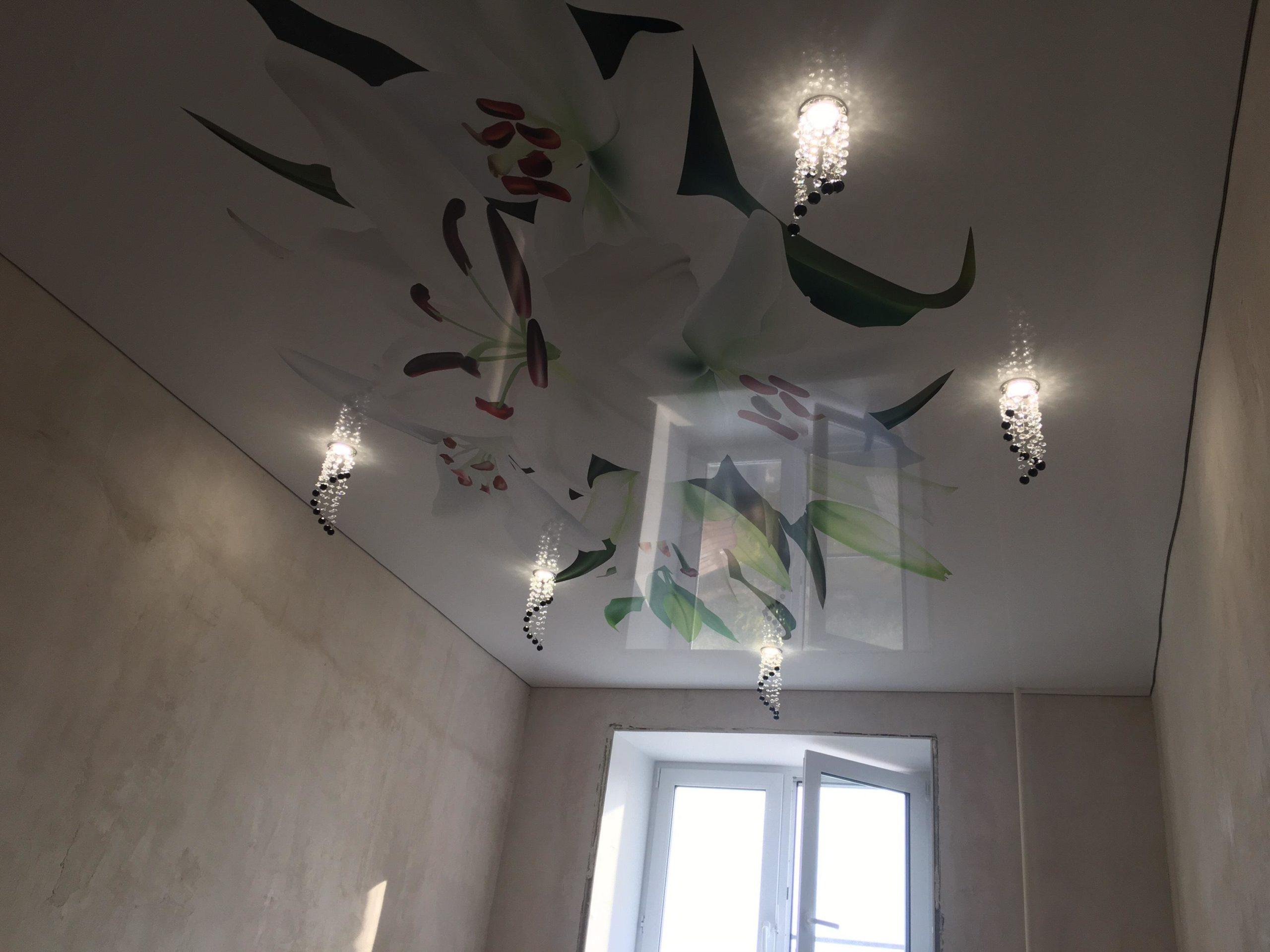 18 кв натяжной потолок ковров