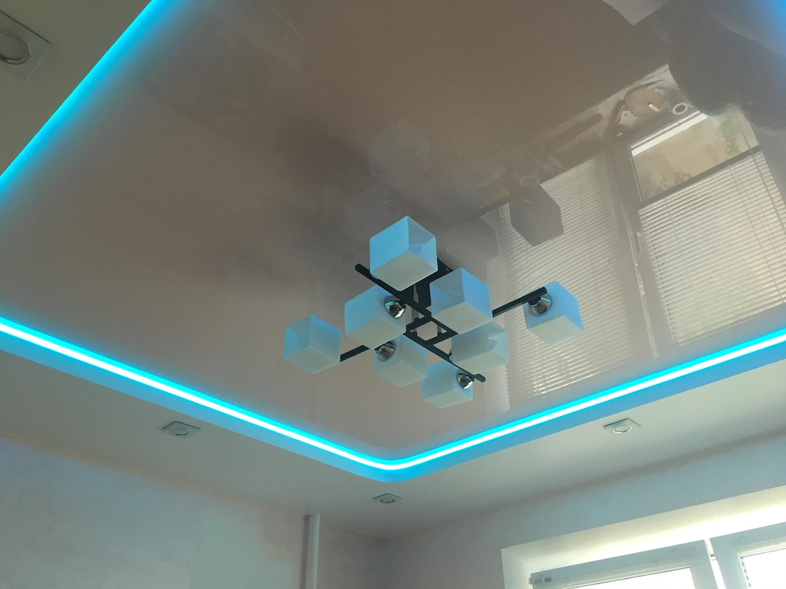 двухуровневые натяжные потолки абажур ковров