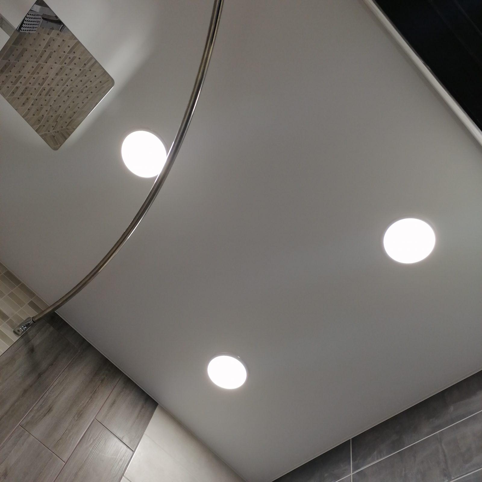 натяжной потолок с встроенным светом в коврове